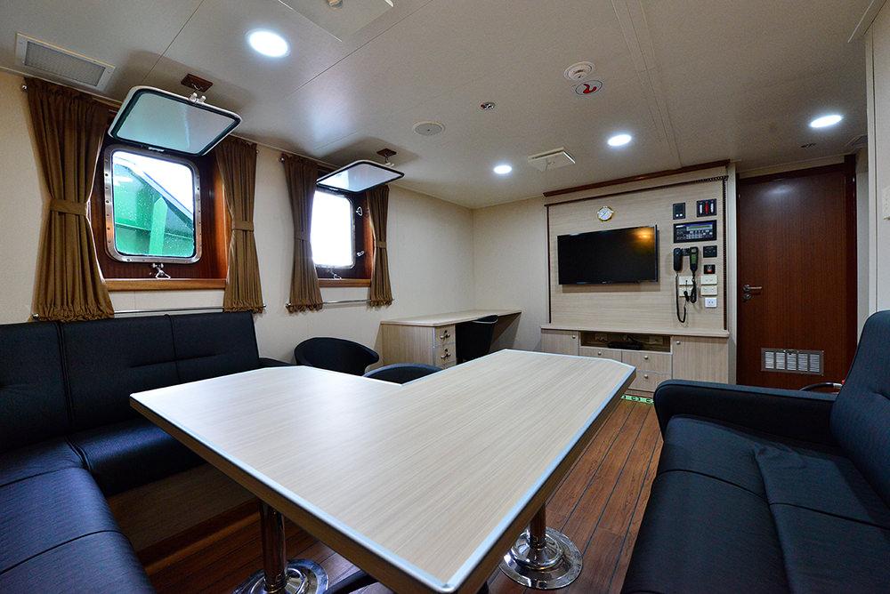 Sanmar_Delicay_Tracktor_Tugboat_03